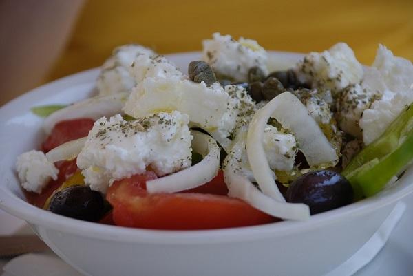 alyvogiu aliejus ir graikiskos salotos